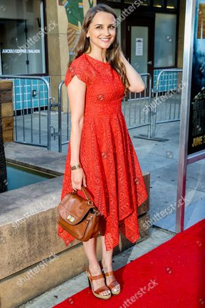 """Rachel Leigh Cook arrives at the LA Premiere of """"Max"""" at the Egyptian Theatre, in Los Angeles"""