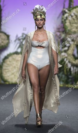 Dalianah Arekion on the catwalk