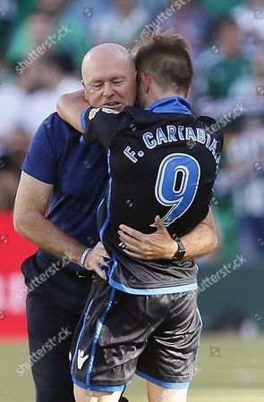 Deportivo Coruna's midfielder Fede Cartabia (R) celebrates with his coach Pepe Mel (L) after scoring against Real Betis during the Spanish Liga Primera Division soccer match played at Benito Villamarin stadium, in Sevilla, southern Spain, 16 September 2017.