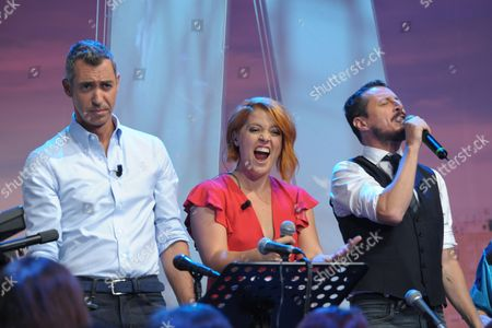 Luca Bizzarri and Paolo Kessisoglu sing with Noemi.