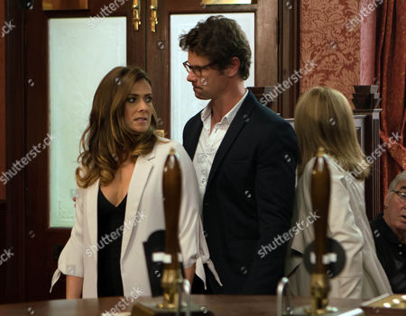 Ep 9253 Wednesday 20th September 2017 - 1st Ep Having heard about all the wedding drama, Will, as played by Leon Ockenden, steps in and puts a comforting arm round Michelle Connor, as played by Kym Marsh,, taking her home for a bite to eat.