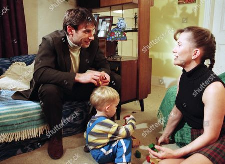 Graham Rysinski, as played by Paul Opacic; Gina Ward, as played by Tricia Penrose
