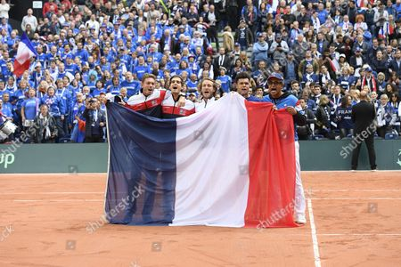 The french team (Nicolas Mahut, Pierre Hugues Herbert, Lucas Pouille, Jo Wilfried Tsonga and Yannick Noah) celebrates after the match