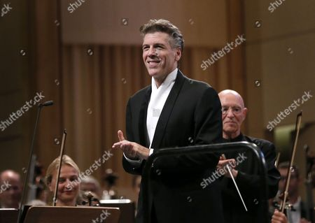 US lyric baritone Thomas Hampson (L), greets the audience after performing Gustav Mahler's 'Ruckert-Lieder' (Songs after Rückert), accompanied by  Orchestre National de France under the baton of  German born conductor Christoph Eschenbach (R), at Grand Palace Concert Hall during the George Enescu International Festival in Bucharest, Romania, late 18 September 2017. The festival, held since 1958 every two years, is the biggest classical music festival held in Romania, in honor of famous Romanian composer and violinist George Enescu.