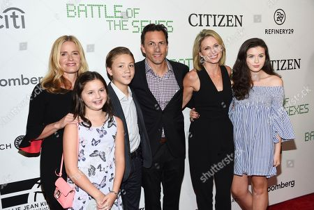 """Elisabeth Shue, Andrew Shue, Amy Robach, Nathaniel Shue, Anna McIntosh, Ava McIntosh. Actress Elisabeth Shue, left, poses with her brother Andrew Shue and his wife Amy Robach and their children Anna McIntosh, left, Nathaniel Shue and Ava McIntosh at a special screening of Fox Searchlight's """"Battle of the Sexes"""" at the SVA Theater, in New York"""