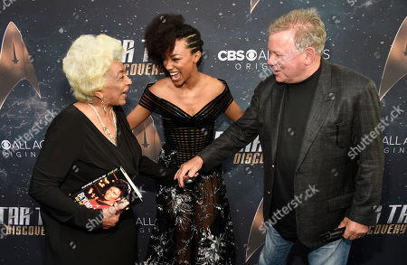 """Nichelle Nichols, Sonequa Martin-Green, William Shatner. Sonequa Martin-Green, center, a cast member in """"Star Trek: Discovery,"""" mingles with original """"Star Trek"""" cast members Nichelle Nichols, left, and William Shatner at the premiere of the new television series, in Los Angeles"""