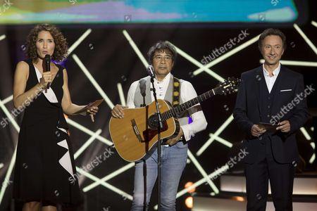 Marie-Sophie Lacarrau et Stephane Bern animent la soiree et Laurent Voulzy.