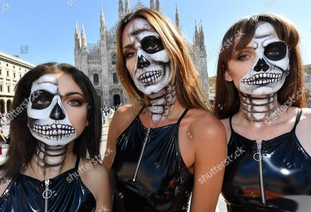 """Animal rights activists, including musician Kris Reichert (C)  hold up signs with writing in Italian reading; """"Leather: a lethal look"""" and """"I wouldn't wear animal skin even if I were dead"""" as they stage a demonstration in front of Milan's Duomo gothic cathedral, Italy, 20 September 2017. The spring/summer 2018 collections for women are presented from 20 to 25 September"""