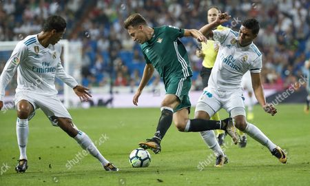 Real Betis forward Francis Guerrero (C) in action between French Raphael Varane (L) and Brazilian Carlos Casimiro (R), both of Real Madrid, during their Spanish Liga Primera Division soccer match played at the Santiago Bernabeu stadium in Madrid, Spain, 20 September 2017.