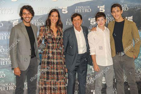 Michele Rosiello, Chiara Baschetti, Gianni Morandi, Federico Russo and Daniele Rampello