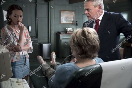 (SR8: Ep4) - Jessica Ransom as Morwenna Newcross, Rebecca Lacey as Tara Newcross and Martin Clunes as Doc Martin
