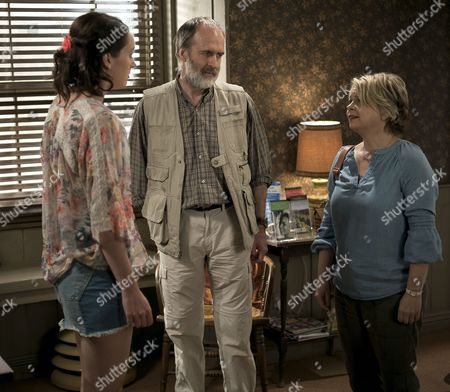 (SR8: Ep4) - Jessica Ransom as Morwenna Newcross, Kevin Doyle as Jack Newcross and Rebecca Lacey as Tara Newcross