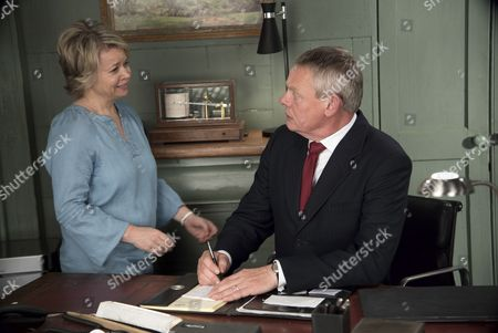 (SR8: Ep4) - Rebecca Lacey as Tara Newcross and Martin Clunes as Doc Martin