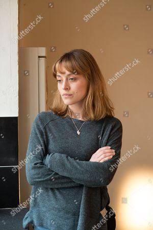 (Ep5) - Katy Sutcliffe as Zoe Tapper.