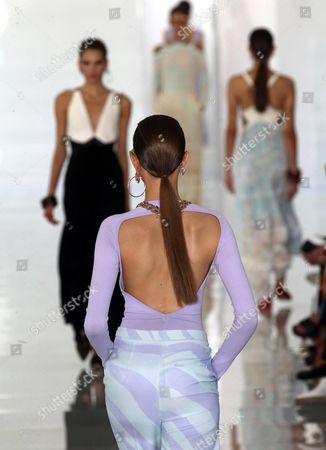 Models present creations by British designer Paul Surridge for Roberto Cavalli during the Milan Fashion Week, in Milan, Italy, 22 September 2017. The Spring-Summer 2017/2018 collections are presented at the Milano Moda Donna from 20 to 25 September.