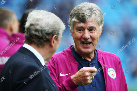 Crystal Palace manager Roy Hodgson talks with Manchester City assistant coach Brian Kidd before the match