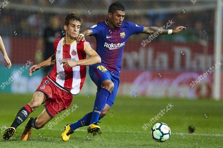 FC Barcelona's Brazilian midfielder Jose Paulo Bezerra 'Paulinho' (R) vies for the ball with Girona's Pere Pons during the Spanish First Division League 6th round match between Girona and FC Barcelona at the Montilivi stadium in Girona, Catalonia, Spain, 23 September 2017.
