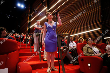 """An audience member asks a question during a panel discussion moderated by Shawn Ryan (""""The Shield""""), for the annual PRIMECUTS event presented by the Television Academy's Picture Editing Peer Group at the Saban Media Center on in North Hollywood, Calif"""