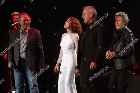 Spanish singers Joan Manuel Serrat (L), Ana Belen (2-L), Miguel Rios (2-R) and Victor Manuel (R) perform during a concert for the tour 'El Gusto es Nuestro, 20 anos' (The pleasure is our, 20 years), in Santiago, Chile, 23 September 2017. The four Spanish artists commemorate the two decades of their successful tour with a new tour that began last year in Spain and that at the beginning of the year.
