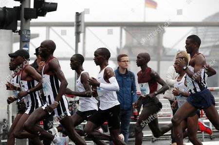 The leading pack with Ethiopians Wilson Kipsang (3-R), and Kenenisa Bekele (4-L) and Kenyan Eliud Kipchoge (5-R) in action in the Berlin Marathon in Berlin, Germany, 24 September 2017. Over 44 000 athletes have taken the start on the 44th edition of the race in the capital.