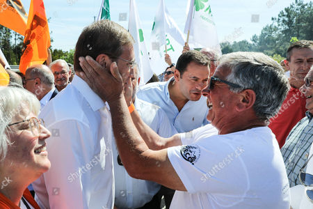 The President of the Social Democrat Party (PSD) Pedro Passos Coelho (L) is greeted by a supporter during a campaign action for the Local Elections of 2017 in Gandara dos Olivais, Leiria, Portugal, 24 September 2017.