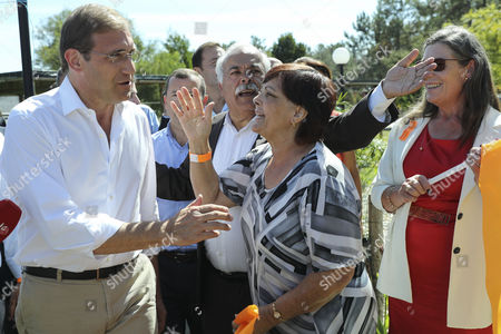 The President of the Social Democrat Party (PSD) Pedro Passos Coelho (L) is greeted by supporters during a campaign action for the Local Elections of 2017 in Gandara dos Olivais, Leiria, Portugal, 24 September 2017.