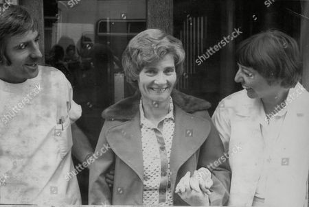 Kathleen Bradley 52 Leaving Liverpool's Sefton Hospital For A Heart Operation In London. Box 726 819011712 A.jpg.