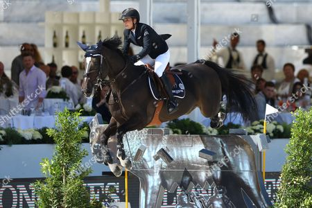 Jane Richard Phillips (SWI) riding Calinesse de Guldenboom