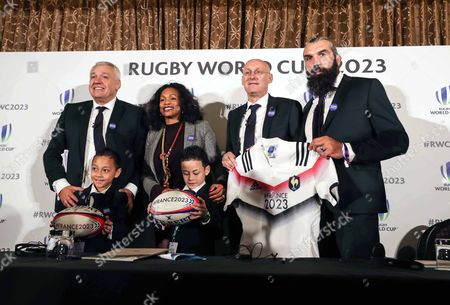 Pictured (L-R) Claude Atcher (France 2023 Bid Chairman), Laura Flessel (Minster of Sports), Bernard Laporte and Sebastien Chabal with Dhyreille and Brayley, the children of the late Jonah Lomu
