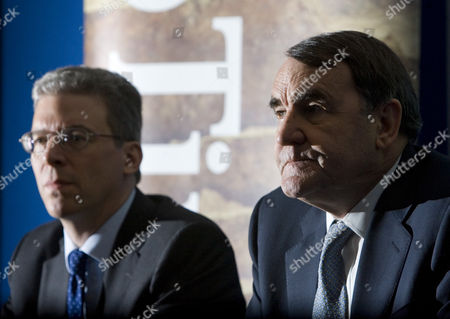 Paul Skinner, right, chairman of Rio Tinto Group, speaks at a press conference as Tom Albanese, chief executive officer, listens in.