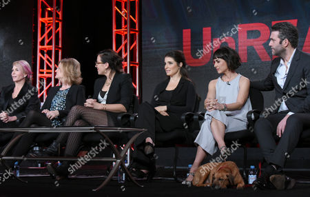 """Co creator/executive producer Marti Noxon, from left, executive producer Carol Barbee, co creator/executive producer Sarah Gertrude Shapiro, Shiri Appleby, Constance Zimmer and Craig Bierko participate in the """"UnREAL"""" panel at the Lifetime 2016 Winter TCA, in Pasadena, Calif"""