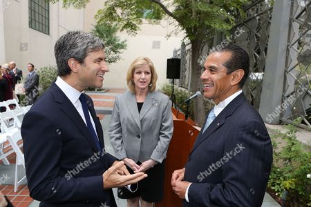 From left, Michael Govan, CEO, Wallis Annenberg Director; Christine Cooper, LAEDC and Antonio R. Villaraigosa, Los Angeles Mayor talk during the press conference to announce the economic impact of Pacific Standard Time: Art In L.A., 1945-1980 on in Los Angeles, Calif