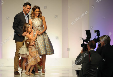 Honor Marie Warren, Haven Garner Warren Actress Jessica Alba poses for photographers with her husband Cash Warren and their daughters Honor Marie, second left, and Haven Garner after Alba picked up a Mother of the Year award at the 85th Helping Hand of Los Angeles Mother's Day Luncheon, in Beverly Hills, Calif