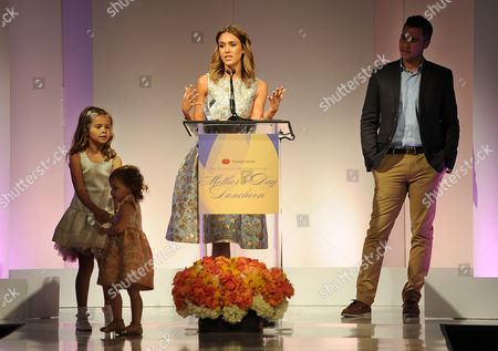 Honor Marie Warren, Haven Garner Warren Actress Jessica Alba accepts her Mother of the Year award as her husband Cash Warren, right, and their daughters Honor Marie, far left, and Haven Garner look on at the 85th Helping Hand of Los Angeles Mother's Day Luncheon, Friday, May 9. 2014 in Beverly Hills, Calif