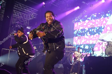 """Rappers Busta Rhymes right, along with Spliff Star perform with the Roots band at the """"EA Sports Madden Bowl XX"""", on in New York"""