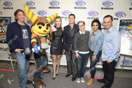 """Director/Writer/Executive Producer Kevin Munroe, Ratchet, Bella Thorne, David Kaye, James Arnold Taylor, Moderator Tiffany Smith and Producer Brad Foxhoven seen at Gramercy Pictures """"Ratchet & Clank"""" Wondercon Presentation at Los Angeles Convention Center, in Los Angeles, CA"""