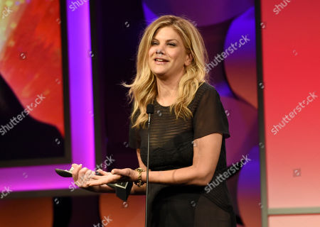 """Kristen Johnston accepts the award for outstanding female in a leading role in a comedy or musical for """"The Exes"""" at the 40th Anniversary Gracies Awards at the Beverly Hilton Hotel, in Beverly Hills, Calif"""