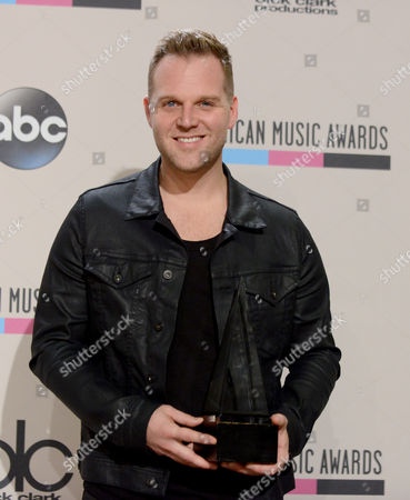 Matthew West poses backstage with the award for favorite artist - contemporary inspirational at the American Music Awards at the Nokia Theatre L.A. Live, in Los Angeles