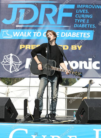 Jessarae Robitaille onstage at JDRF's Los Angeles Walk to Cure Diabetes at the Rose Bowl on in Pasadena, California