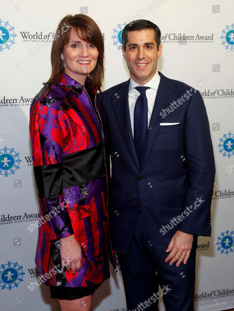 Beth Gold, left, and Jim Gold, right, attend the 2014 World of Children Awards at 583 Park Avenue, in New York
