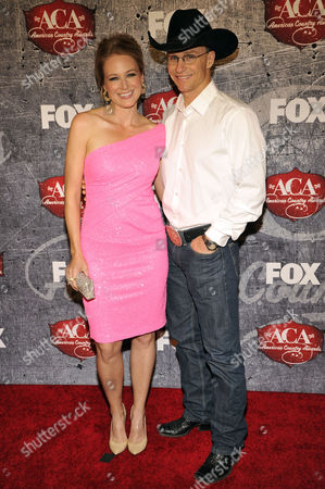 From left, Singer Jewel and Rodeo Cowboy Ty Murray arrives at the American Country Awards, in Las Vegas
