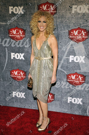 Recording artist Kimberly Roads Schlapman of Little Big Town arrives at the American Country Awards, in Las Vegas