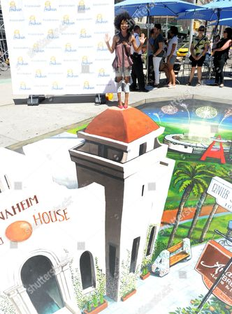 SoCal native and Broadway star Brandy Norwood interacts with 3D art to celebrate the launch of #VisitAnaheim and the city's revitalization campaign, in New York. Brought to life by renowned 3D street artist Joe Hill, Anaheim is home to some of California's most exciting attractions, entertainment and sports venues, theme parks and brew scene. To learn more go to www.visitanaheim.org