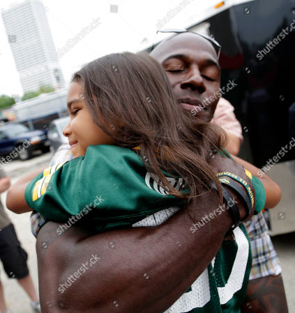 U.S. Cellular treated Summerfest attendee to a surprise visit from former Green Bay Packer, Donald Driver, in Milwaukee, Wis