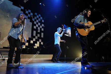 AUGUST 03: (L-R) Deandre Brackensick,Carlton Dixon and Phillip Phillips perform during American Idols Live at BankAtlantic Center on in Sunrise, Florida