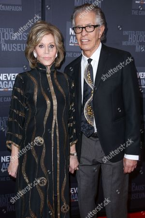 Jane Fonda, left, and Richard Perry arrive at the 2016 What You Do Matters Dinner at the The Beverly Hilton Hotel, in Beverly Hills, Calif