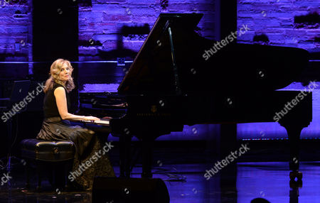 Mona Golabek performs during the Backstage at the Geffen gala at the Geffen Playhouse, in Los Angeles