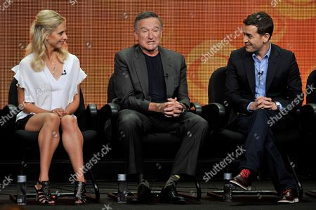 """From left, Sarah Michelle Gellar, Robin Williams and executive producer/director Jason Winer participate in """"The Crazy Ones"""" panel at the CBS Summer TCA, at the Beverly Hilton hotel in Beverly Hills, Calif"""