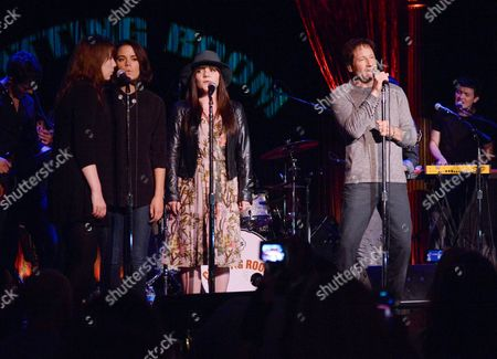 """David Duchovny is joined by """"Californication"""" co-star Madeleine Martin, center, during his performance at The Cutting Room, in support of the release of his debut album """"Hell Or Highwater"""",, in New York"""
