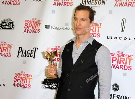 """Matthew McConaughey poses backstage with the award for best supporting male for """"Magic Mike"""" at the Independent Spirit Awards, in Santa Monica, Calif"""